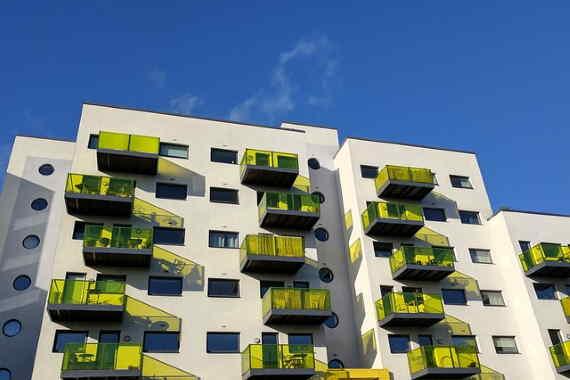 Chcete si v roce 2021 pořídit nový dům, byt nebo jinou nemovitost? V této kalkulačce pro výpočet hypotéky, si můžete snadno najít tu nejlevnější nebo nejvýhodnější hypotéku, pro své potřeby. S pomocí této srovnávací kalkulačky mohou lidí ušetřit v průměru 94 000 Kč.