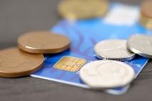 Také byste chtěli mít kreditní kartu a využívat všechny její výhody? Hodila by se vám finanční rezerva, kterou máte neustále při ruce? Poradíme vám jak na to!