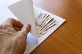 Hodila by se zaručená půjčka? Pak si zvolte půjčky na směnku. Peníze dostanete v hotovosti, na ruku. Jde to i bez rizika a bez podvodů.